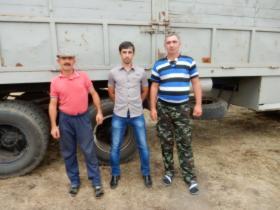 Слева Кочкаров Э.П. (водитель), Батдыев А. И. - главный специалист, администрации района, справа Кущетеров А.Х - водитель